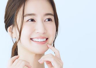女性の美しい笑顔